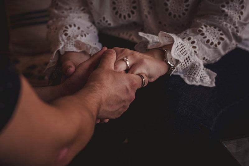 anillo de compromiso miguel moba fotografos de bodas