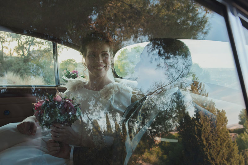 novia en el coche miguel moba fotografos de bodas