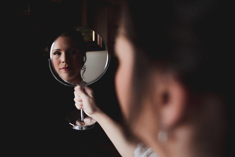 novia en el espejo miguel moba fotografos de bodas