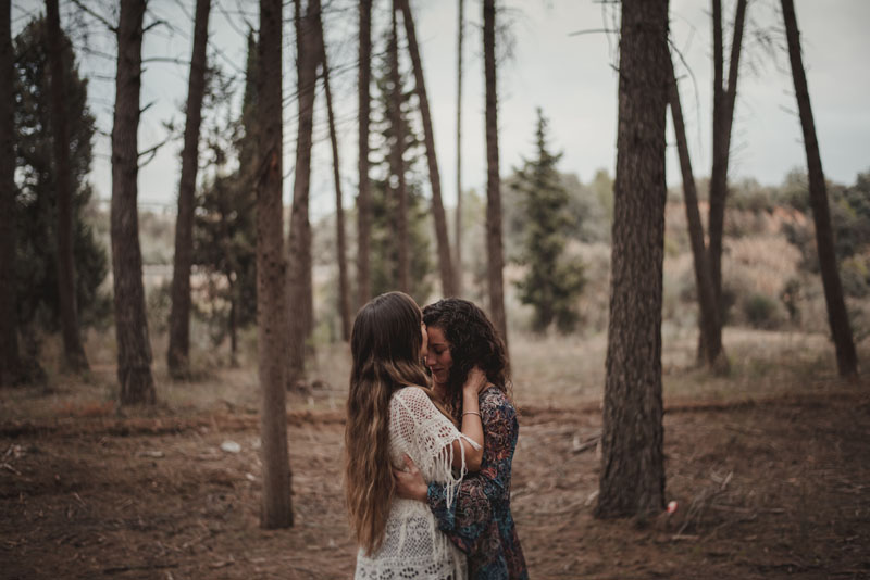 foto de pareja en el bosque miguel moba fotografos