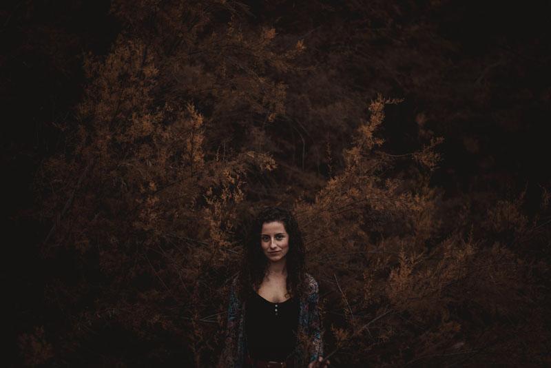 fotógrafos de retrato de montse en el bosque miguel moba fotografo
