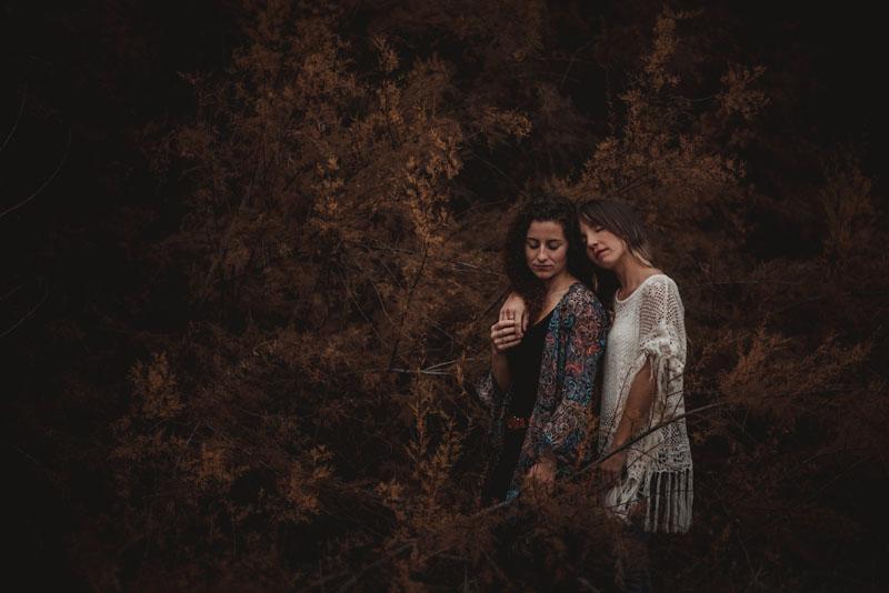 judith y montse en el bosque miguel moba fotografo