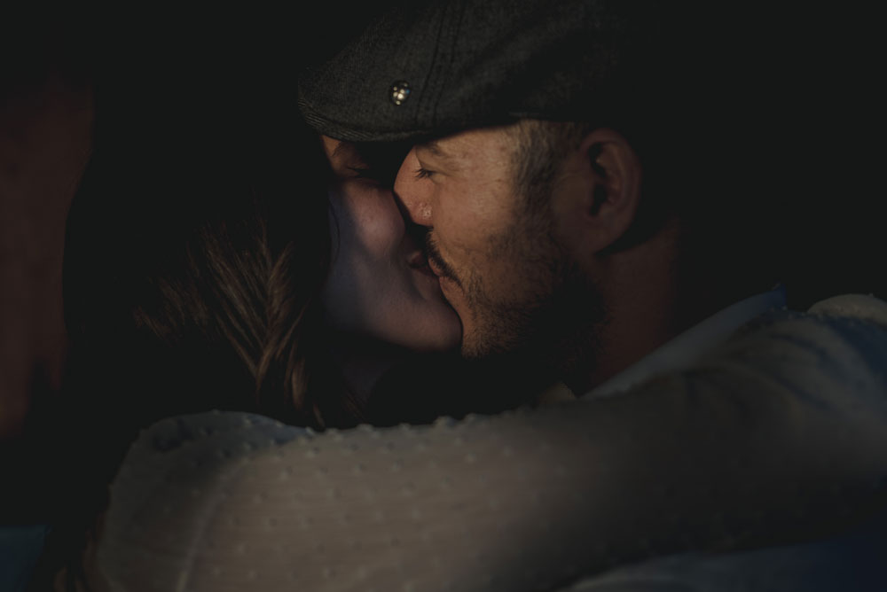 beso de pareja miguel moba fotografo granada