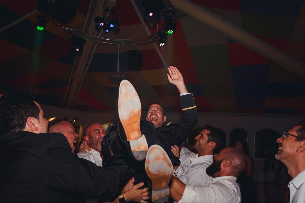 manteo del novio boda en Guadix Miguel Moba Fotografos de Bodas Granada