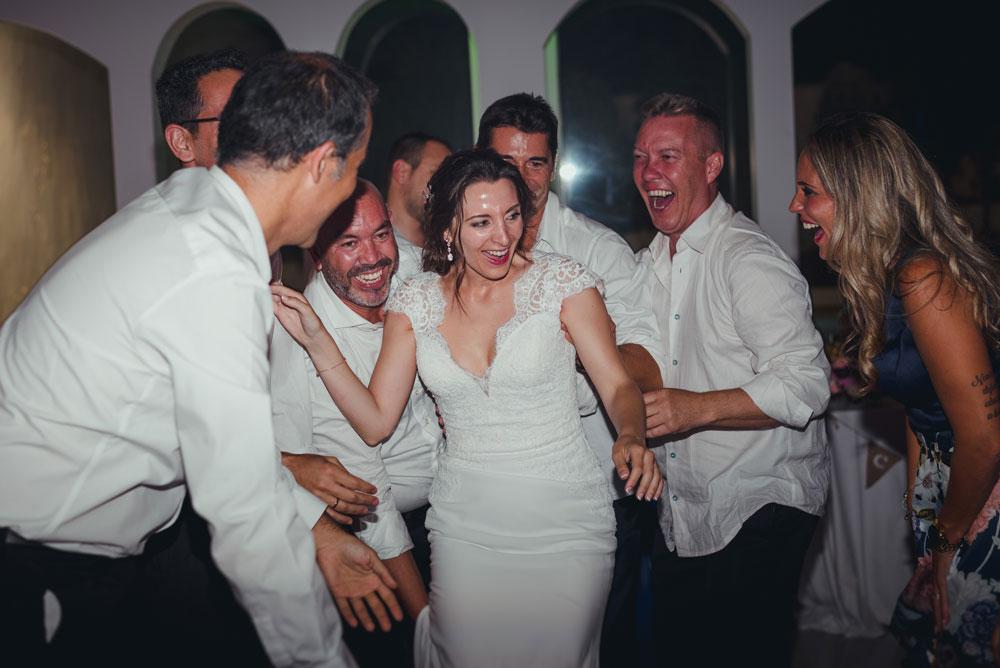 manteo a la novia Anabel Miguel Moba Fotografos de Bodas Granada