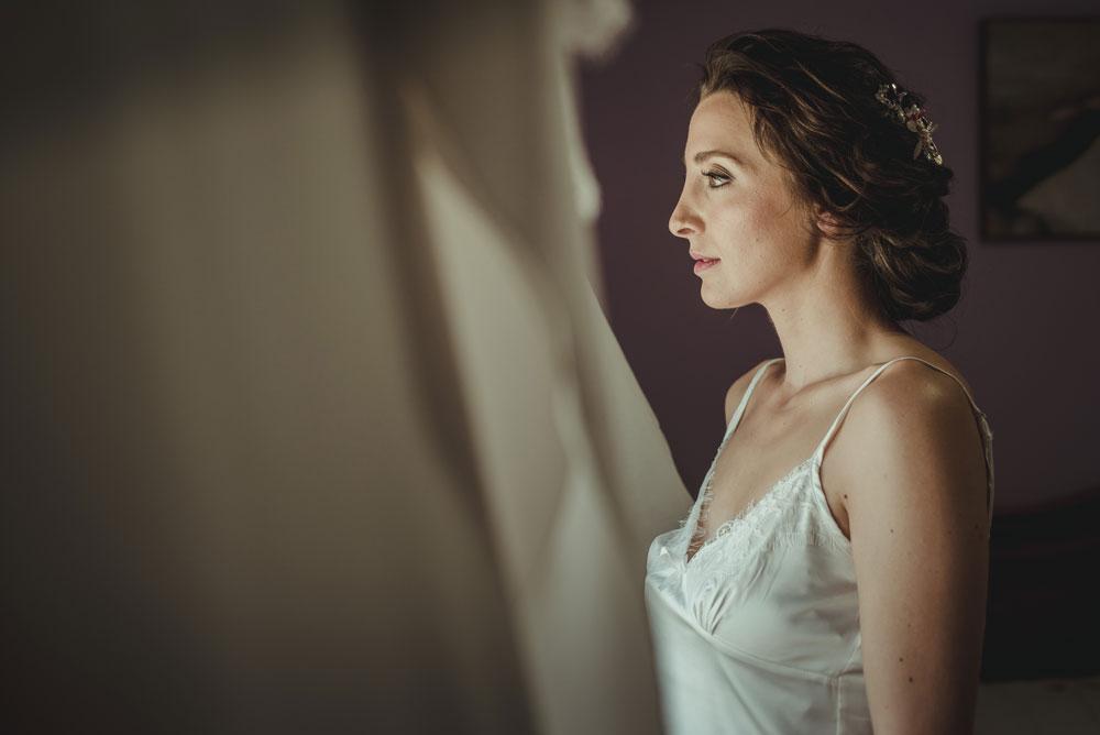 fotografías de la novia mientras se viste Miguel Moba Fotografo de Bodas Granada