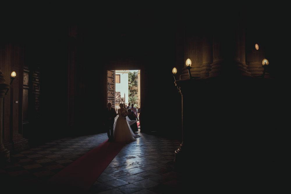 entrada de la novia a la catedral Miguel Moba Fotografo de Bodas Granada