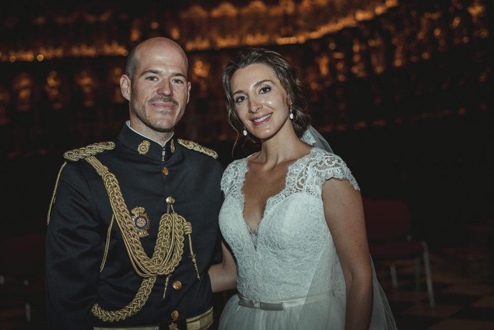 fotos de los recién casados en la catedral Miguel Moba Fotografo de Bodas Granada
