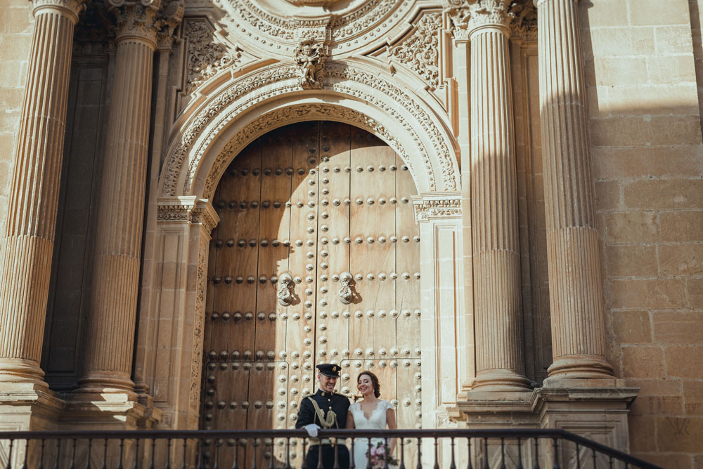 boda puerta Catedral de Guadix Miguel Moba Fotografo de Bodas Granada
