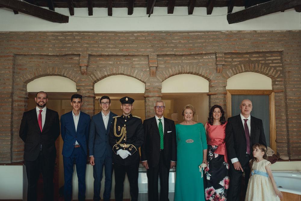 familia del novio boda Hotel Palacio de Oñate Guadix Miguel Moba Fotografo de Bodas Granada