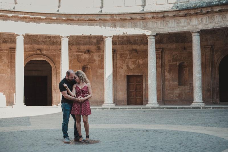 pareja en palacio de carlos v miguel moba fotografos