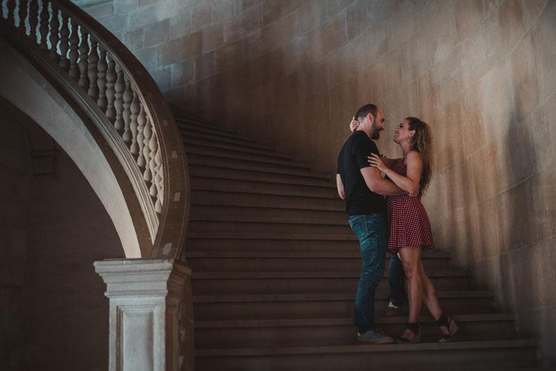 pareja en la alhambra de granada miguel moba fotografos de bodas