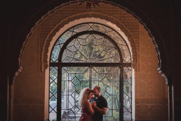 fotografo de bodas granada miguel moba pareja en la alhambra