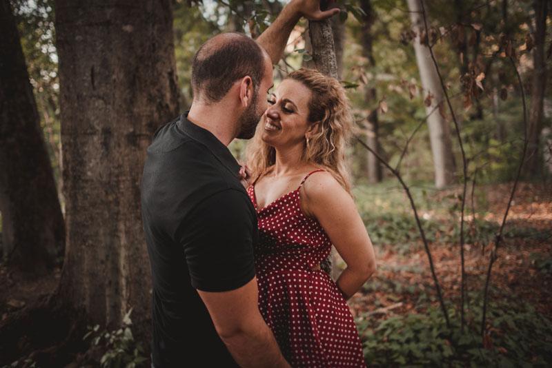 reportaje de pareja en el bosque miguel moba fotografo granada